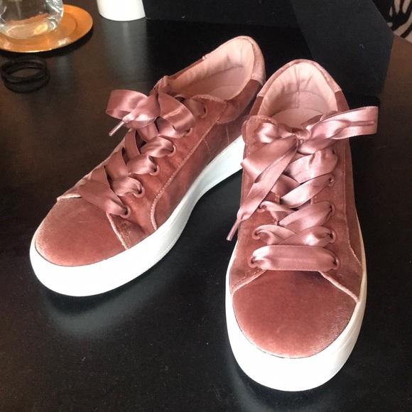 Steve Madden Pink Velvet Shoes